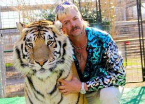 "Reducirán condena a Joe Exotic, ""rey Tigre"" preso por matar a grandes felinos"