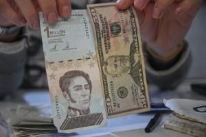 El bolívar no volvió a circular en la frontera: Venezolanos prefieren el dólar y el peso colombiano