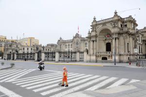 El presidente de Perú busca lugar para instalar su despacho tras renunciar al Palacio de Gobierno