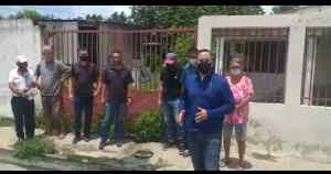 Engelbert Rivero: Siete años tiene con un bote de aguas negras la comunidad Primero de Mayo de Guacara