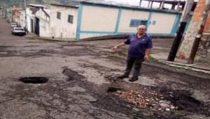 Familias se ven obligadas a abandonar sus casas por botes de aguas servidas en Táchira