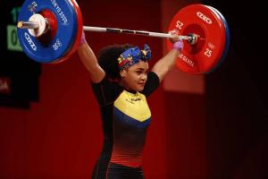 La ecuatoriana Neisi Dajomes se colgó el oro en halterofilia y entró en la historia olímpica
