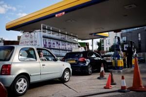 Soldados británicos se preparan para remplazar a camioneros en la crisis de transporte