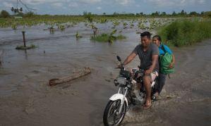 La Fortuna, un pueblo agrícola en Zulia bajo el agua por torrenciales lluvias (Fotos)