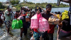 EEUU traslada a miles de migrantes a centros de procesamiento; reportan que hay venezolanos