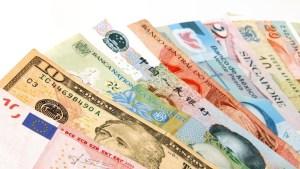 UPDATE 2 – Venezuela central bank reports $5 bln jump in international reserves