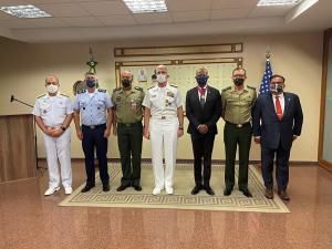 Jefe del Comando Sur visitó Brasil para tratar temas de seguridad en la región