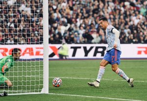 Cristiano Ronaldo y Jesse Lingard ponen al Manchester United en la cima de la Premier League