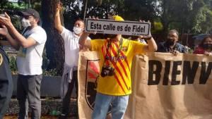 Insólito: Simpatizantes del castrismo agreden a cubanos frente a la embajada de la isla en México (VIDEO)