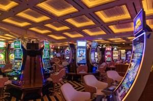 El País: Nicolás Maduro revive los casinos en busca de oxígeno para la economía venezolana