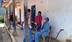 Estudiantes de Medicina atienden a pobladores del páramo en Mérida que tenían tiempo sin chequearse (FOTOS)