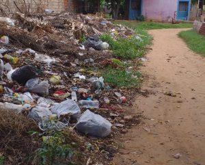 Comunidades marabinas sobreviven entre culebras, ratas y alacranes (FOTOS)