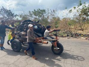 """""""Era eso o seguir aguantando hambre"""": Chatarreros, el nuevo rebusque en Ciudad Bolívar"""