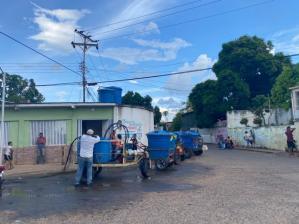 Ciudad Bolívar no cuenta con agua, pero si con carruchero que la venda  (FOTO)