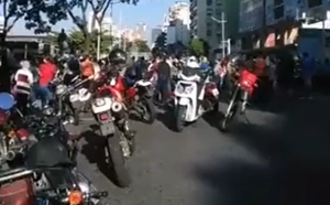 Adultos mayores protestaron frente al Hotel Alba Caracas: Reclaman la segunda dosis de Sputnik V #15Sep (VIDEO)