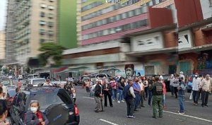 Segundo día de protesta frente al Hotel Alba Caracas por falta de vacunas rusas #16Sep (VIDEOS)