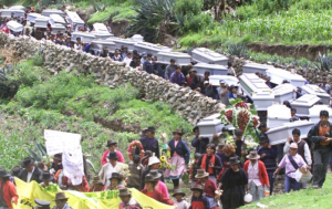 Sobrevivientes de la masacre de Sendero Luminoso en los Andes no olvidan ni perdonan