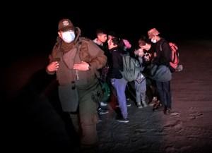 Venezolanos y haitianos cruzan caminos en la frontera de Chile y Perú (FOTOS)