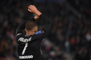 Mbappé rescató al PSG con un gol desde el punto penal