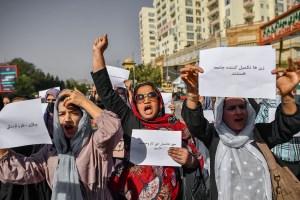 Talibanes dispersan violentamente protesta de mujeres que reclamaban sus derechos (VIDEO)