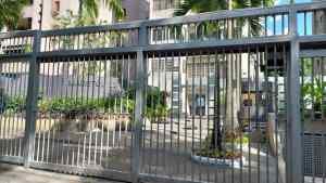 Funcionarios no presentaron orden de allanamiento al entrar en residencia de Roberto Deniz (Video)