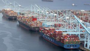 Crisis de los contenedores: ¿Por qué hay tantos barcos haciendo fila para entrar a EEUU?