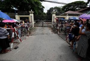 La junta birmana libera a miles de presos que protestaron en contra del golpe de Estado mientras crece su aislamiento internacional