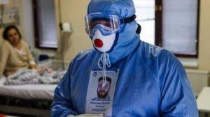 """""""Me iba a vacunar mañana"""": El lamento más repetido en hospital de Moscú tras nueva ola de la epidemia"""