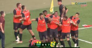 La bizarra celebración de un jugador brasileño tras ganar el partido por penales (Video)
