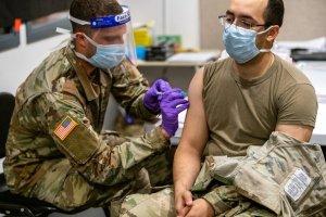Marines de EEUU que rechacen vacunarse contra el Covid-19 serán expulsados