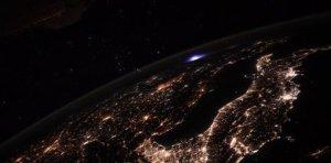 El extraño fenómeno luminoso que filmó el comandante de la Estación Espacial en la Tierra (Fotos)