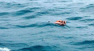 """""""Estamos bien"""": Guyaneses rescataron a dos personas del peñero que naufragó en Delta Amacuro"""