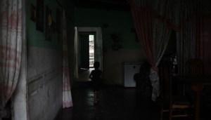 Vecinos de Los Cocos en Maracay tienen cinco días sobreviviendo en la oscuridad (VIDEOS)