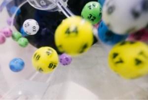 ¿Tiene algún sentido jugar loterías? La psicología del juego