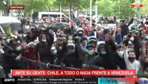 ¡Vamos! Cientos de venezolanos llegaron al hotel de concentración para apoyar a la Vinotinto (VIDEO)