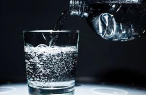Desconcierto en Corea del Sur: Un muerto y dos hospitalizados tras beber agua envasada en la oficina