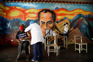 Venezolanos confían en la amabilidad de extraños para pagar su tratamiento por Covid-19
