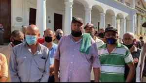 Descuidados por Omar Prieto: Jubilados de PoliZulia protestaron para exigir seguro médico y funerario