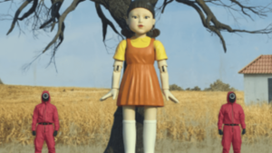 """El truco de un profesor para que sus alumnos no copien: Utiliza la muñeca de """"El Juego del Calamar"""""""