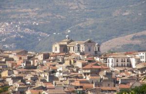 Pueblo italiano vende 250 casas en tan solo un euro (FOTOS)
